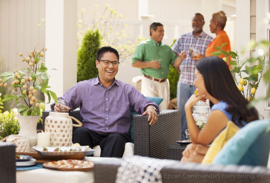 Epcon_Courtyard_Lifestyle_Party_Neighbors-4