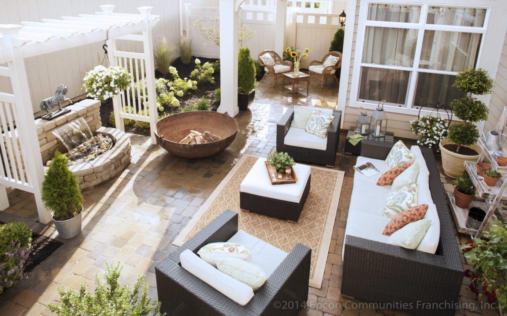 Epcon_Exterior_Promenade_Courtyard