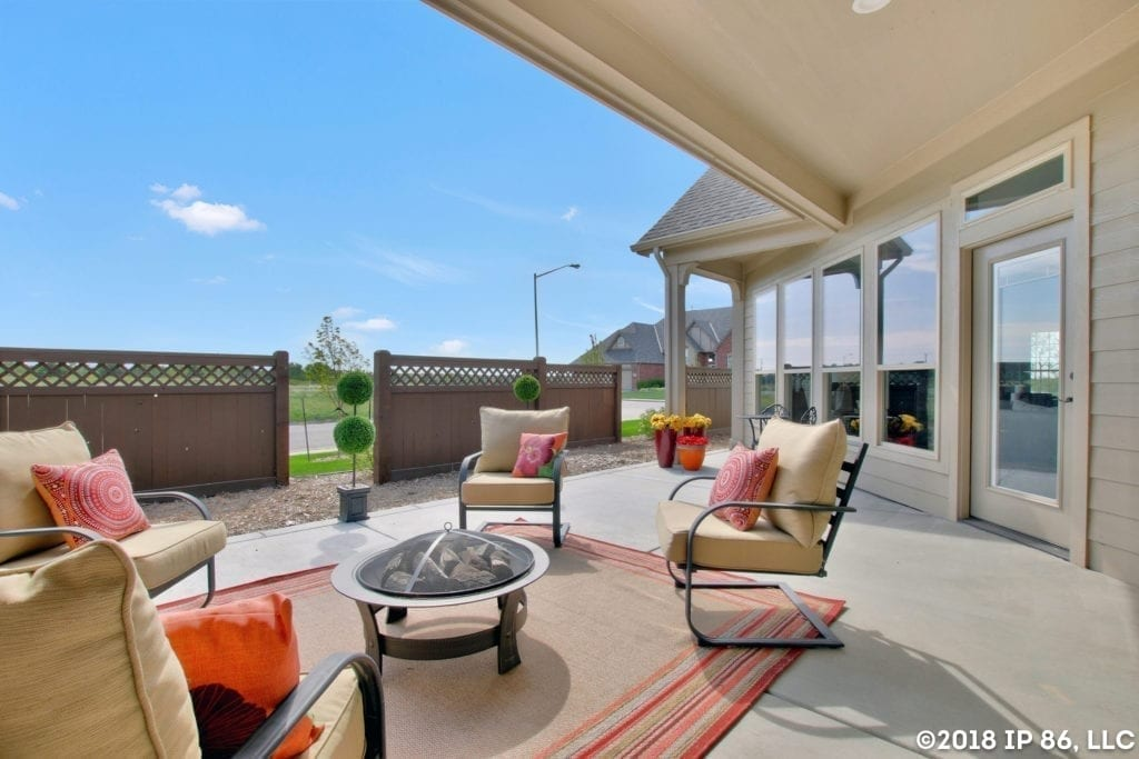 Patio home courtyard with patio furniture