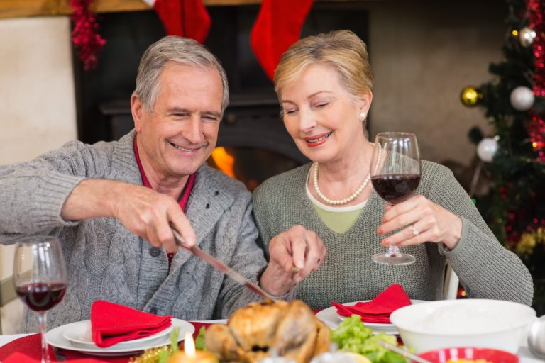 Lifestyle_Stock_Couple_Wine_Turkey_Christmas_73658557